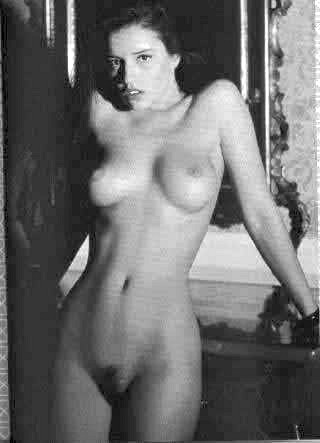 Amy Jo Johnson Nude Fakes - 027