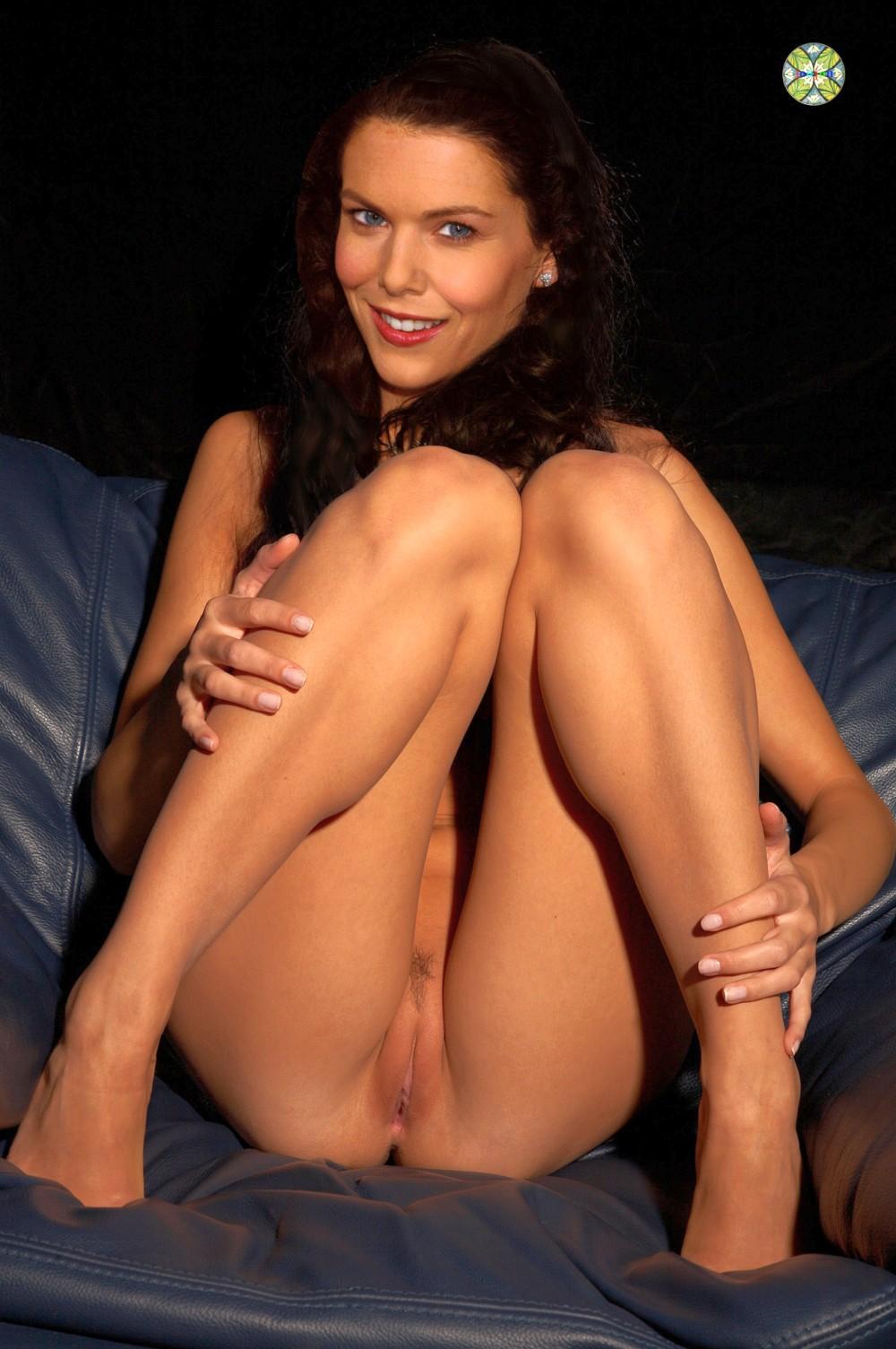 Lauren Graham Nude Fakes - 010