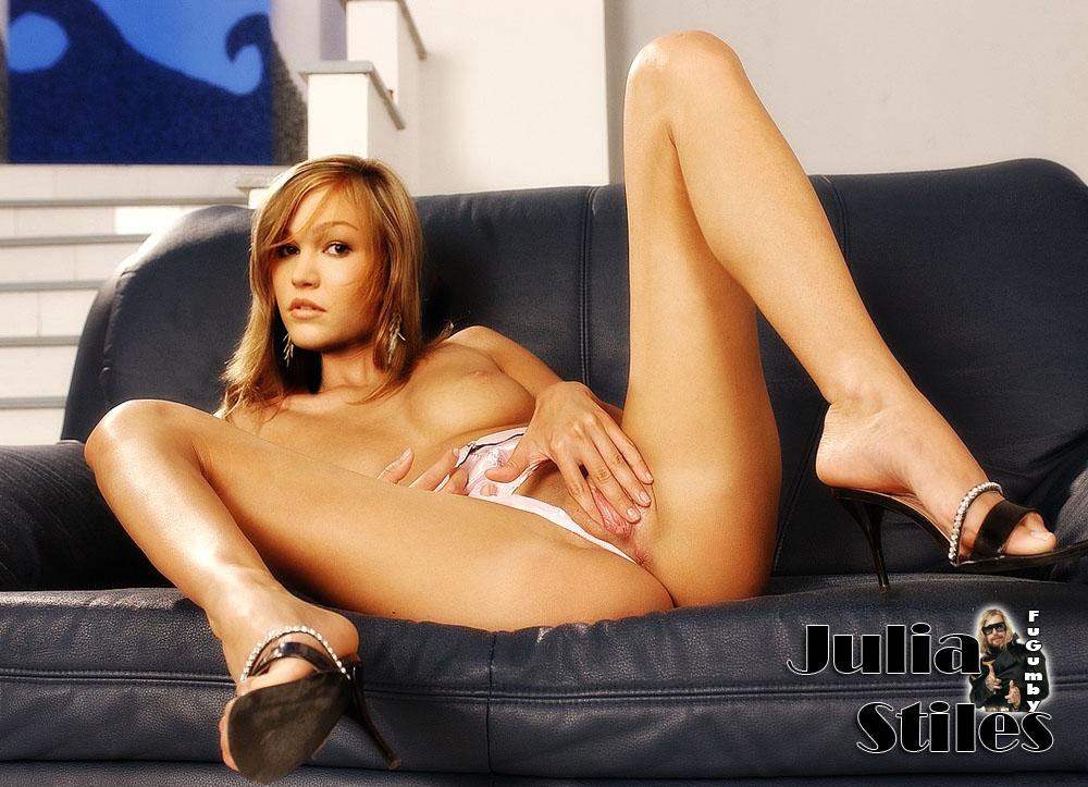 naked girl showing nune